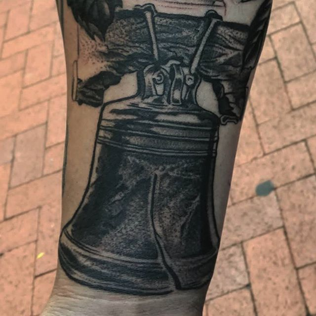 Liberty-bell-tattoo-by-Jason-Nicholson-at-Double-Deez-Tattoos-in-West-Chester-stippling-stipplingtat